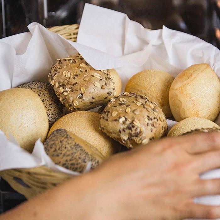 Backwaren für Hotels: eine Auswahl an Frühstücksbrötchen